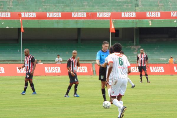 Bela Vista (de uniforme tricolor) enfrentou o Trieste do Paraná ce1d2e696a746
