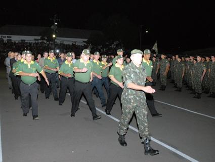 b7856715142da Ex-integrantes do Batalhão desfilaram na formatura alusiva ao aniversário  do BIB